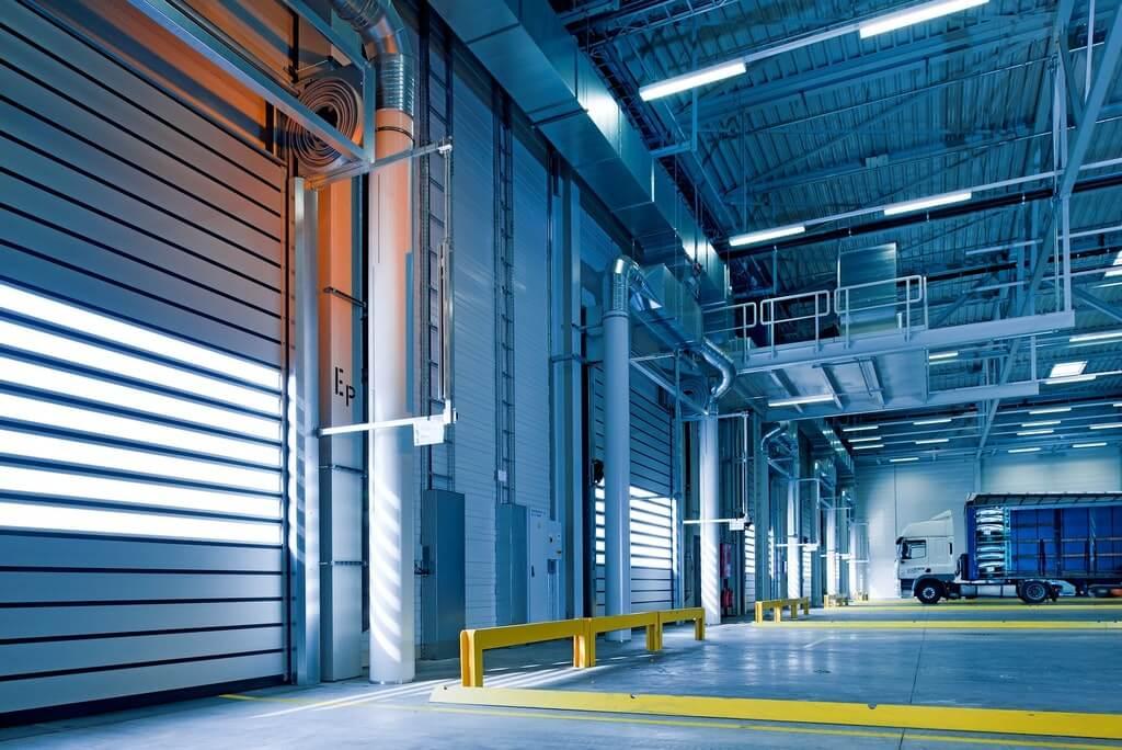 На фото складское помещение (вид изнутри).