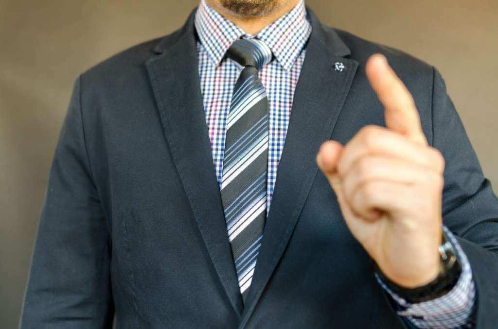 На фото начальник организации.