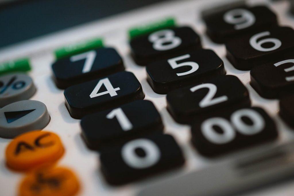 На фото кнопки калькулятора.